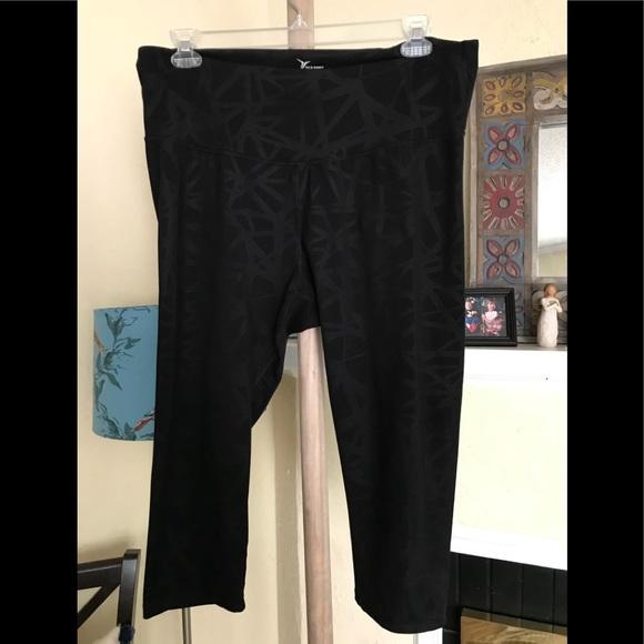 19f93b324b3412 Old Navy Black crop Yoga Workout leggings XXL. M_5b0c33192ab8c5e6ccf489d5